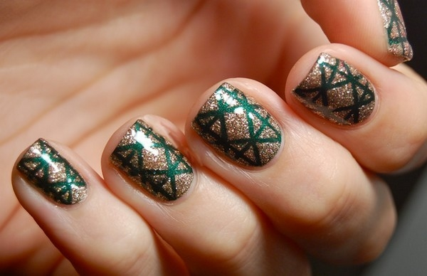 easy-christmas-nail-art-designs-and-ideas-12