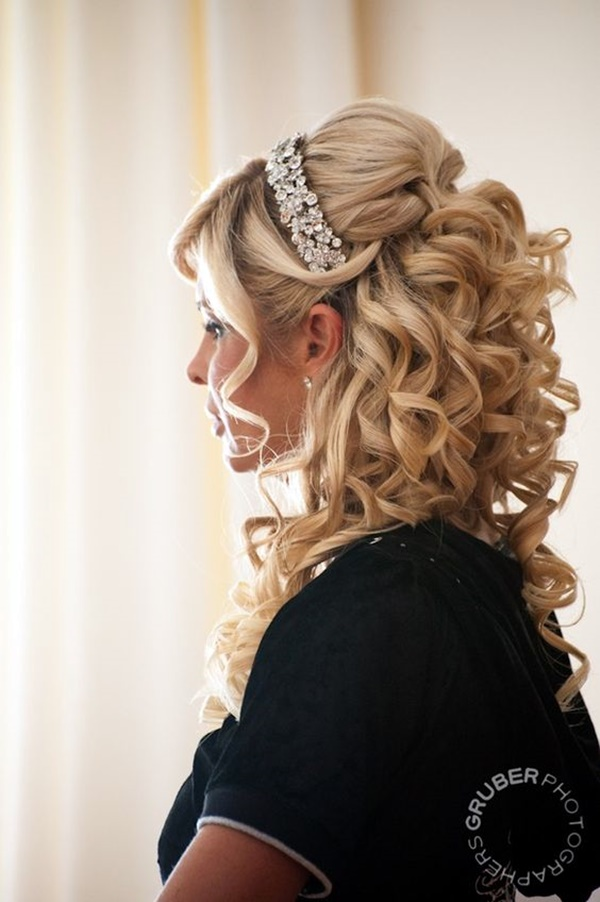 curly-hair-hairstyles-for-women-13