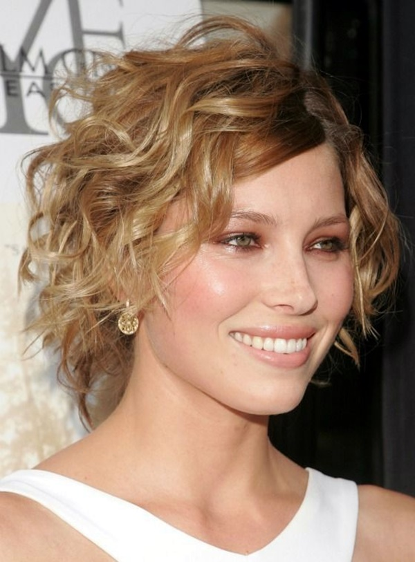 curly-hair-hairstyles-for-women-21