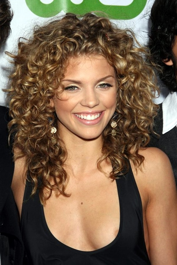 curly-hair-hairstyles-for-women-24
