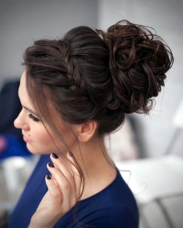 curly-hair-hairstyles-for-women-25