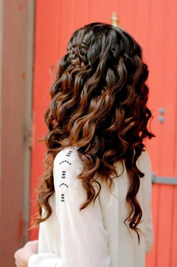 curly-hair-hairstyles-for-women-27