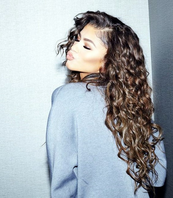 curly-hair-hairstyles-for-women-8