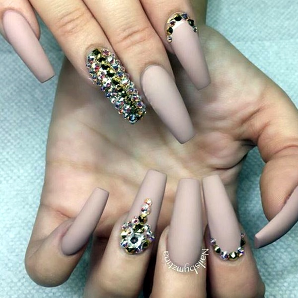 10 Scintillating Sparkle Inspired Nail Art Ideas For New Year Eve 2018