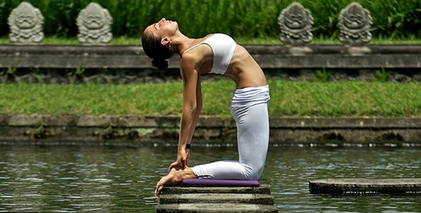 yoga-asanas-for-slimmer-tummy-10