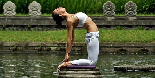 yoga-asanas-for-slimmer-tummy-10