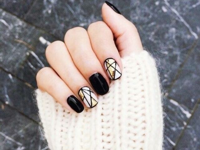 15 Minimalist Nail Art Ideas that refused to Die