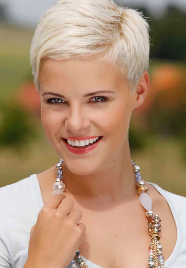 New-and-Easy-Hairstyles-for-Short-Hair-37