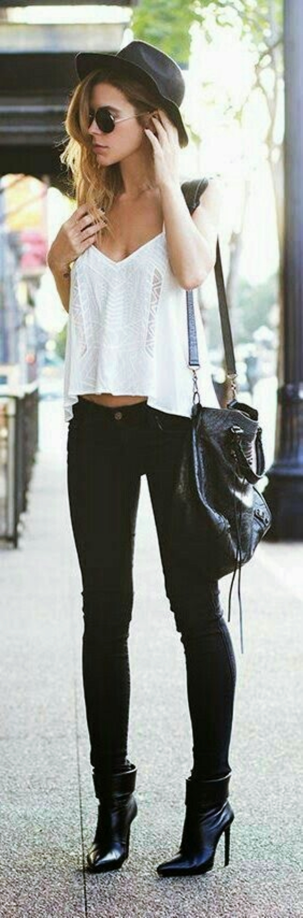 Fashion-Tips-for-Women-with-Small-Breasts