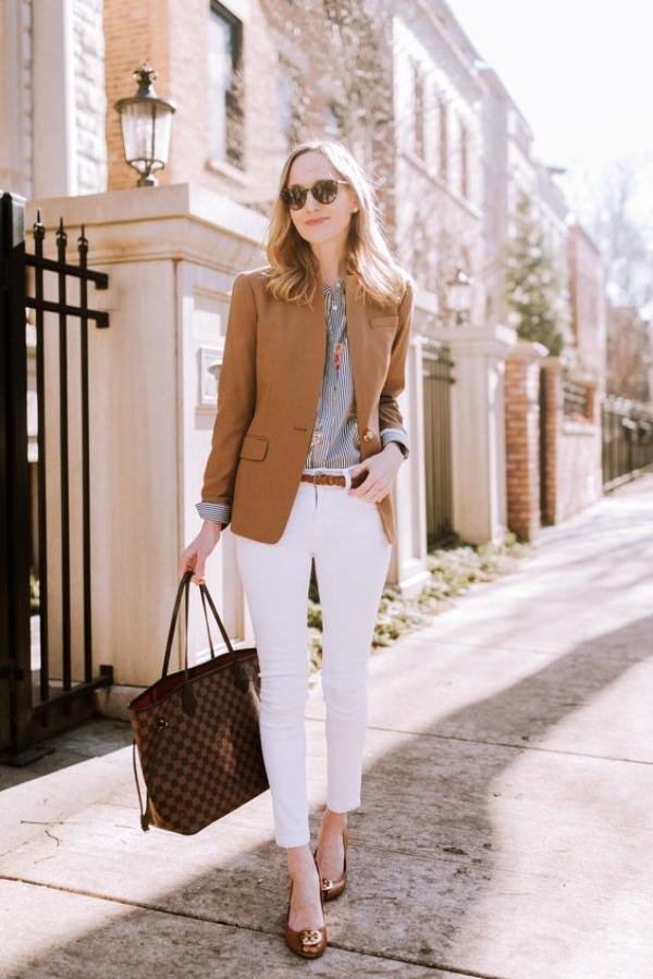 Ways-to-Wear-Jeans-to-Work