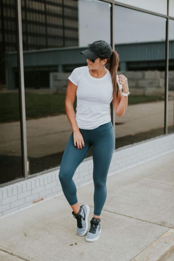 Sizzling-Hot-Women-in-Yoga-Pants