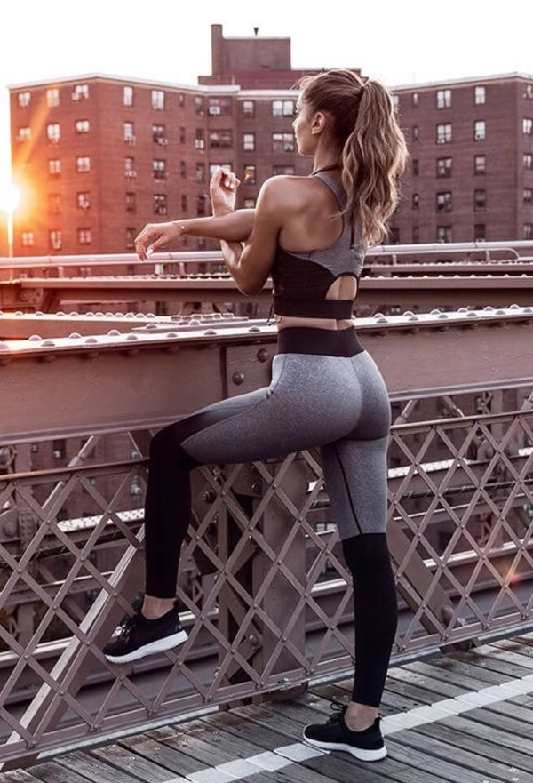 sizzling-hot-women-in-yoga-pants