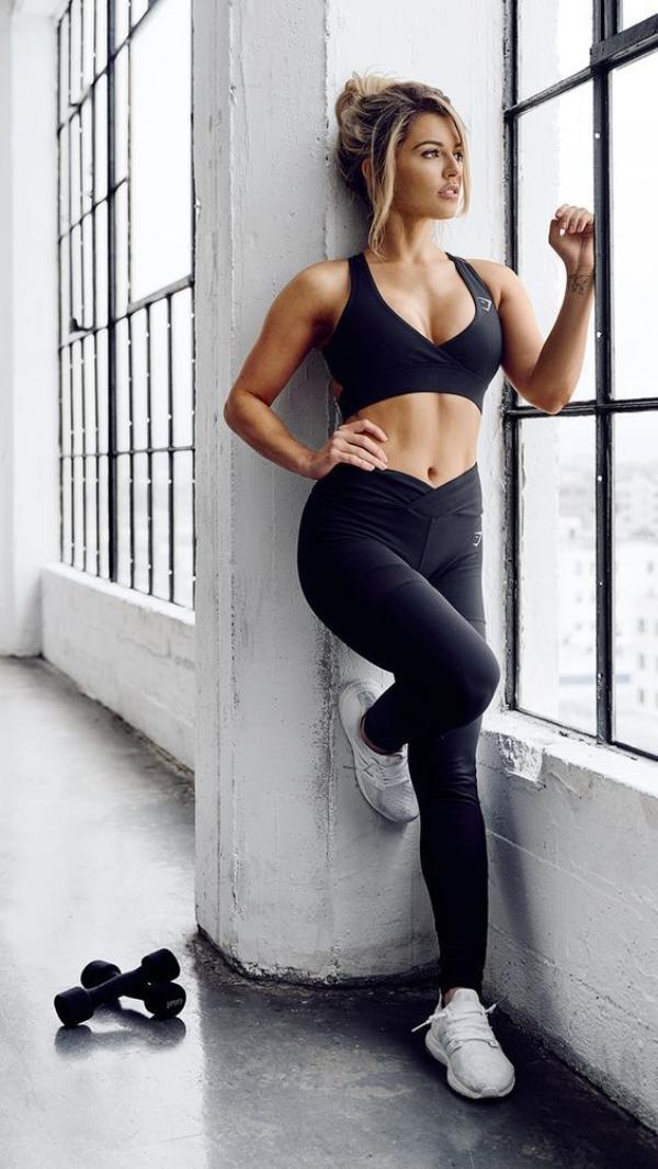 Sizzling-Hot-Women-in-Yoga-Pants-8-2.jpg