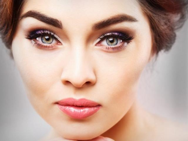 A-Guide-to-Choosing-Eyebrow-Razors-for-Women