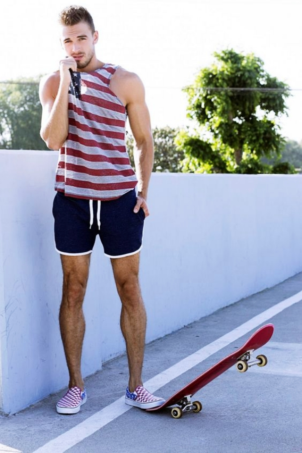 And these trends are not only limited to your work and casual outfits, but your gym wear as well! So, while you hustle for that muscle, take some time to get acquainted with the Gym Outfit Ideas For Men.