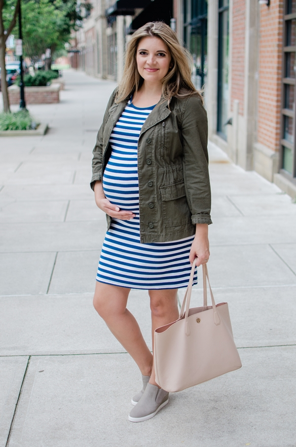casual-maternity-work-outfits-for-winters-for-moms-to-be