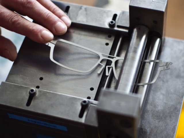 How-Eyeglass-Frames-are-Made-Designing-Raw-Materials-and-Manufacturing