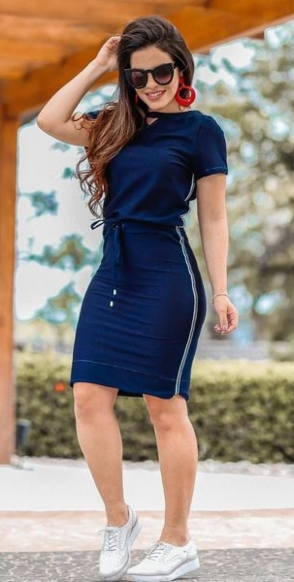 Stunning Outfits for Women with Spoon Shaped Body Type
