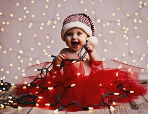 Cute-Christmas-Newborn-Outfits-and-Photography-Ideas